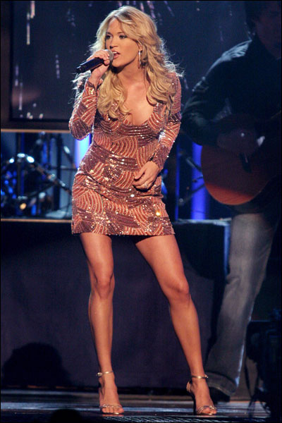 Carrie Underwood in the video for her duet called 'remind me' with ...
